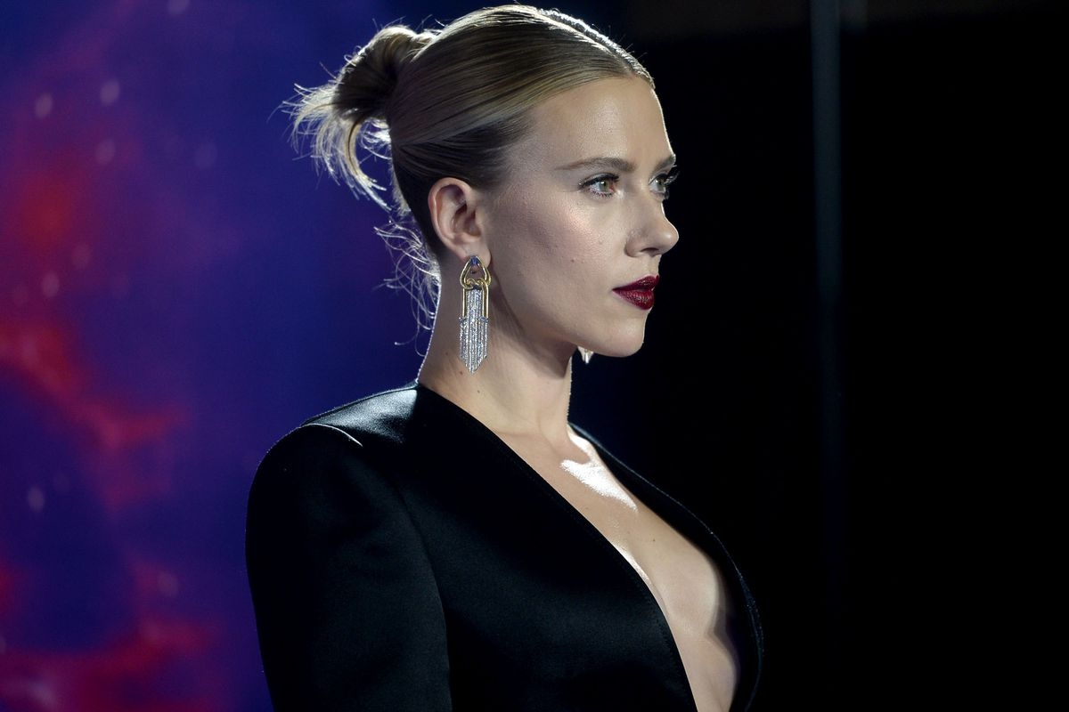 Scarlett Johansson Biography and Who is Scarlett Johansson?